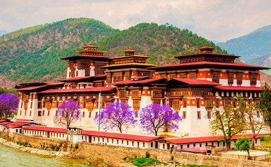beste Reisezeit nach Bhutan
