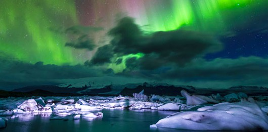 aurora boreal en el lago jokulsarlon