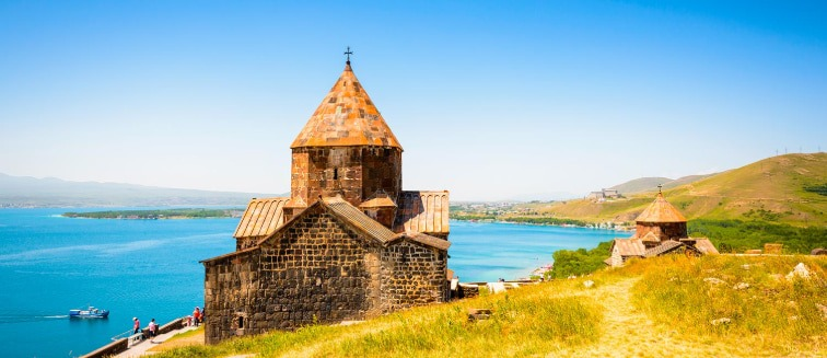 when is the best time to travel to Armenia