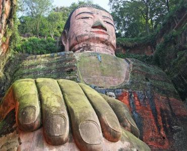 unmissable giant buddhas